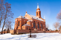 Estilo gótico da igreja do inverno imagens de stock royalty free
