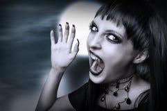 Estilo gótico del vampiro para víspera de Todos los Santos. Fotografía de archivo