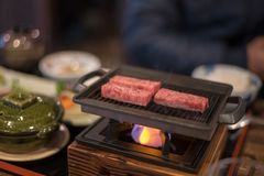 Estilo grelhado da culinária de japão da fatia do bife foto de stock royalty free