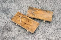 Estilo japonés de las sandalias de madera fotos de archivo
