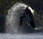 Estilo livre Jet Skier que executa o salto que cria no lote do pulverizador Imagem de Stock Royalty Free