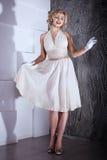 Estilo louro de Marilyn Monroe da menina fotos de stock royalty free