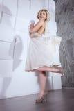 Estilo louro de Marilyn Monroe da menina foto de stock