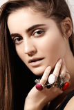 Estilo lujoso con la joyería elegante impresionante, anillo del vintage Accesorio romántico del boho Foto de archivo libre de regalías