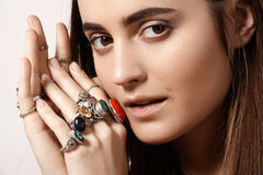 Estilo lujoso con la joyería elegante impresionante, anillo del vintage Accesorio romántico del boho Imagenes de archivo