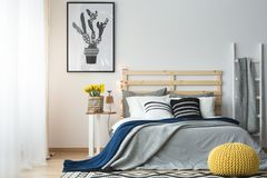 Estilo moderno del dormitorio Imagenes de archivo