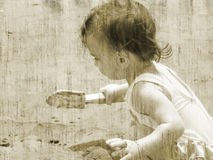 Estilo/niño de la antigüedad en la playa fotos de archivo libres de regalías