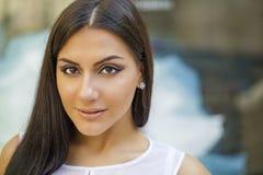 Estilo oriental Modelo árabe sensual de la mujer Piel limpia hermosa fotografía de archivo libre de regalías