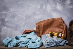 Estilo oscuro del viajero de la moda del cuero de los hombres del vintage Foto de archivo libre de regalías