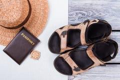 Estilo plano de la endecha de la ropa y de los accesorios del verano Fotografía de archivo libre de regalías