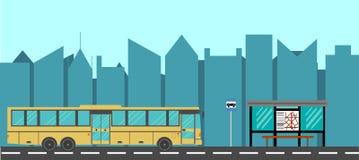 Estilo plano del autobús de la ciudad y de la parada de autobús Imagen de archivo