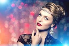 Estilo Po de Vogue da alta-costura de Girl Beauty Woman do modelo de alta-costura foto de stock