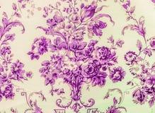 Estilo púrpura del vintage del fondo de la tela del modelo inconsútil floral retro del cordón Fotografía de archivo libre de regalías