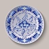 Estilo redondo de Gzhel do ornamento floral Teste padrão mostrado na placa cerâmica Fotografia de Stock Royalty Free