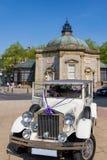 Estilo retro branco Rolls Royce Wedding Car foto de stock royalty free