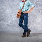 Estilo retro das roupas dos homens do vintage com baixa iluminação chave sobre o lof Foto de Stock Royalty Free