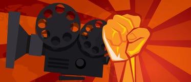 Estilo retro del cartel de la propaganda del comunismo de la mano del rebelde del entretenimiento del cine de la película del puñ stock de ilustración