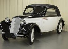Estilo retro del coche de Ganster en un museo Fotos de archivo libres de regalías