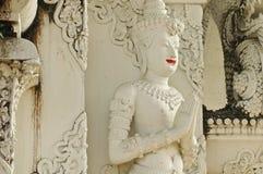 Estilo tailandés de la estatua blanca del ángel en templo Foto de archivo