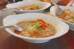 Estilo tailandés de Tom yum Sukhothai Noodled en Tailandia Fotografía de archivo libre de regalías
