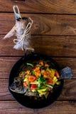 Estilo tailandés Fried Fish With Sweet y salsa amarga fotos de archivo
