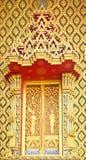 Estilo tailandés tradicional en el templo de la ventana Fotos de archivo