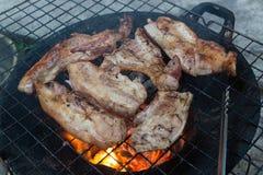 Estilo tailandês da grade da carne de porco com carvão vegetal foto de stock