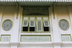 Estilo tailandês da tradição da janela na província de Phrae Foto de Stock