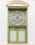 Estilo tailandês da tradição da janela no fundo mais branco Imagem de Stock