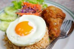 Estilo tailandês do arroz fritado imagem de stock royalty free