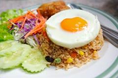 Estilo tailandês do arroz fritado fotografia de stock royalty free