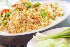 Estilo tailandês do arroz fritado do macro foto de stock royalty free