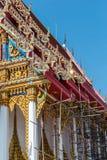 Estilo tailandês do vintage do telhado do templo com contra fundo do céu azul Fotografia de Stock Royalty Free