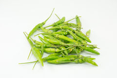 Estilo tailandês dos pimentões verdes no fundo branco Fotos de Stock