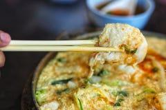 Estilo tailandês Fried Suki na bandeja quente imagens de stock royalty free