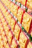 Estilo tailandês tradicional da parede budista da igreja Fotos de Stock Royalty Free