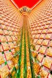 Estilo tailandês tradicional da parede budista da igreja Foto de Stock