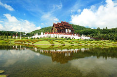 Estilo tailandês tradicional de Lanna da arquitetura Fotos de Stock Royalty Free