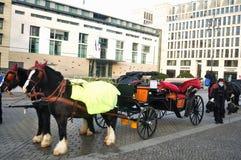Estilo tirado cavalos de Alemanha do transporte de Baviera em Berlim, Alemanha Foto de Stock Royalty Free
