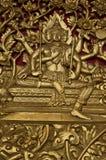 Estilo tradicional tailandés en puerta Fotos de archivo libres de regalías