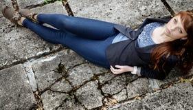 Estilo urbano del europeo de la moda de la mujer inusual de la peca Imagenes de archivo