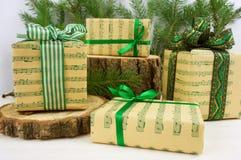 Estilo verde de los regalos de la Navidad Foto de archivo libre de regalías