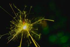 Estilo verde del color La Navidad y el Año Nuevo van de fiesta la bengala con el fondo circular abstracto del bokeh Fotos de archivo