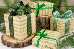 Estilo verde dos presentes do Natal Imagens de Stock Royalty Free