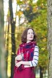Estilo y concepto e ideas de la moda: Brun femenino caucásico joven Imagen de archivo