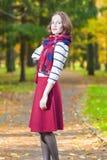 Estilo y concepto e ideas de la moda: Brun femenino caucásico joven Imágenes de archivo libres de regalías
