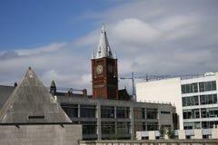Estilos arquitetónicos diferentes na skyline de Liverpool Fotos de Stock Royalty Free