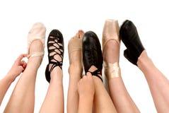 Estilos de los zapatos de la danza en pies Imagen de archivo