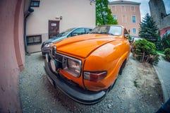 Estland Tallinn - Maj 17, 2016: Gammal bil Saab 95 lins för distorsionsperspektivfisheye fotografering för bildbyråer