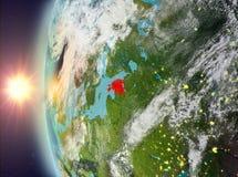 Estland tijdens zonsondergang van ruimte Stock Afbeeldingen
